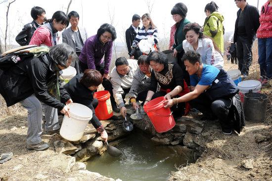 妇女发展基金会联合举办母亲水窖体验活动