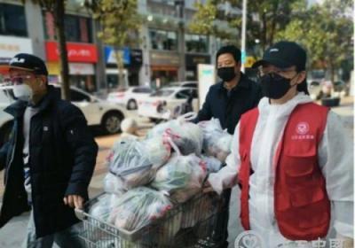 """武汉社区工作者和志愿者守护""""我的城"""""""