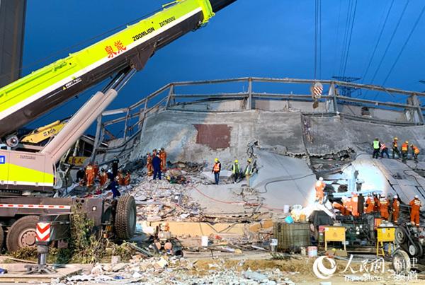 酒店坍塌事故调查组第一次全体会议召开